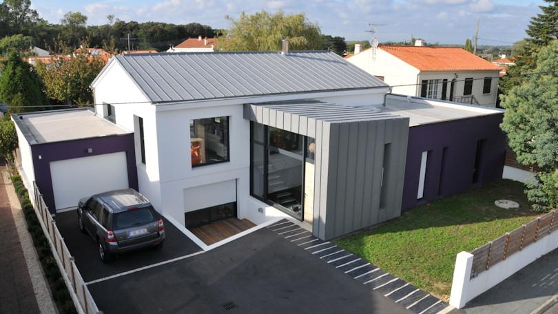 ouverture toit maison best cette extension toiture plate surmonte duun dme vitr offre ses with. Black Bedroom Furniture Sets. Home Design Ideas